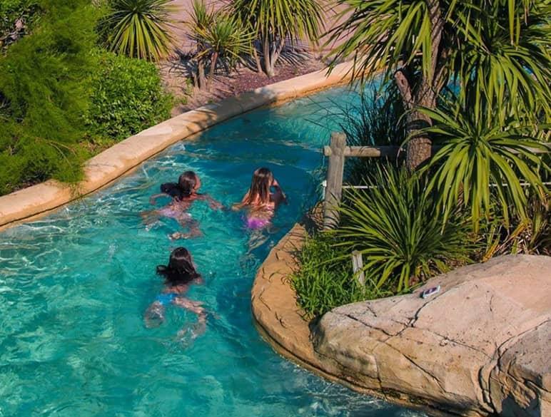 Activité aquatique en famille dans les Landes