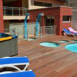 Douches, jacuzzi et piscine de la Résidence les sables d'or
