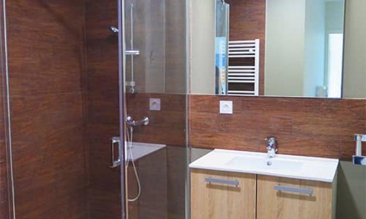 Salle de bain studio résidence les sables d'or